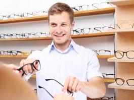 Kiedy warto udać się do optyka? Te objawy powinny zwrócić Twoją uwagę!